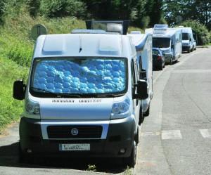 estacionar autocaravana 300x249 Prohibición de habitar vehículos vivienda en Pamplona